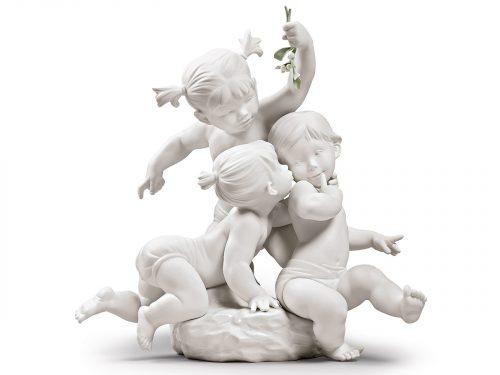 Lladro Porcelain Kiss Under The Mistletoe 01009372