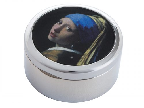 "This beautifully crafted Pillbox by John Beswick comes with a stunning extract from Johannes Vermeer's ""The Girl with the Pearl Earring"". Painted in 1665 and kept in the Hague since 1902, it was voted by the public in 2006 as the most beautiful painting in the Netherlands. Size: Diameter: 5 cm - 2"" By John Beswick Product Code: P07VER(S)"
