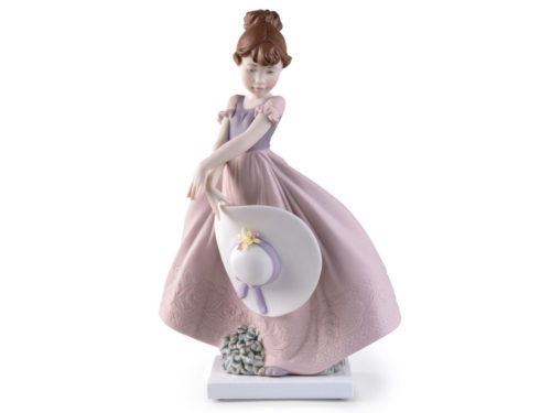 lladro porcelain figurine of a girl in a dress holding her straw hat